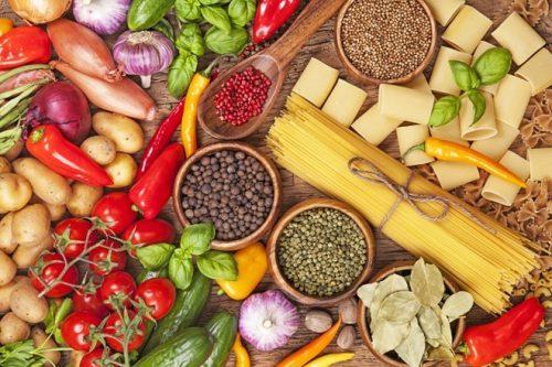 Người bệnh tim nên ăn nhiều trái cây, rau tươi, ngũ cốc nguyên hạt...