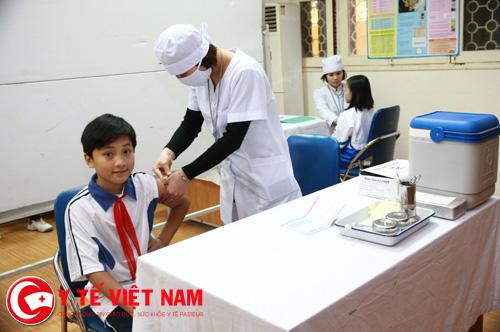 Đến cơ sở y tế để khám và điều trị khi thấy biểu hiện của bệnh sởi