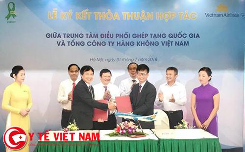 Thứ trưởng Bộ Y tế chứng kiến lễ ký kết việc vận chuyển tạng bằng máy bay