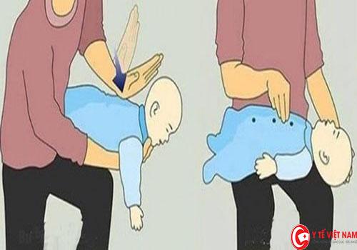 Hướng dẫn mẹ cách cho con bú không bị sặc sữa