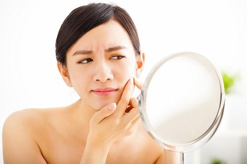 Những lý do khiến da bạn bị mụn trong thời gian dài