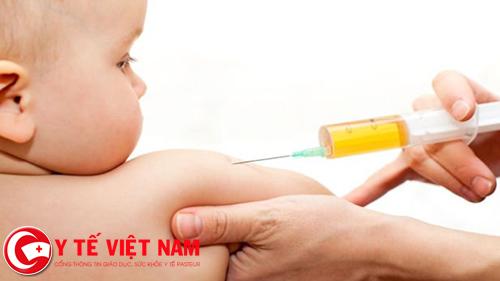 Tiêm Vaccine 6 trong 1 cho trẻ