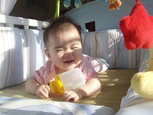 Tổng thời gian tắm nắng cho trẻ cần trong 1 tuần là 2 tiếng