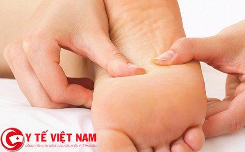 Điều trị một số bệnh thông thường nhờ xoa bóp bấm huyệt gan bàn chân
