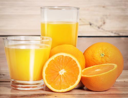 Bệnh nhân sốt xuất huyết nên uống nhiều nước cam