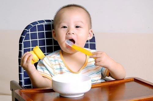 Biện pháp điều trị hiệu quả chứng biếng ăn, hay ngậm của trẻ nhỏ