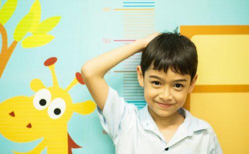 Cho trẻ vận động hợp lý cũng là một biện pháp quan trọng giúp trẻ tăng chiều cao