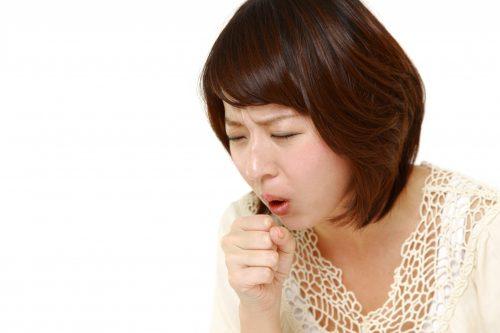 Điều dưỡng viên Pasteur hướng dẫn cách xử trí ho kéo dài trong mùa lạnh