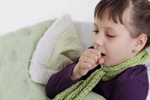 Điều dưỡng viên Pasteur hướng dẫn chăm sóc trẻ mắc bệnh hen khi trời lạnh