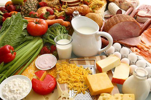 Nên ăn tăng cường các loại rau củ, hạn chế đồ ăn có quá nhiều dầu mỡ