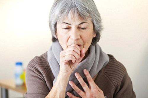 Bác sĩ YHCT chỉ ra biện pháp trị ho đêm cho người cao tuổi