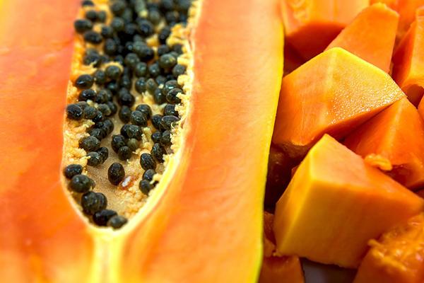 Chuyên gia dinh dưỡng chia sẻ công dụng bất ngờ từ cây đu đủ