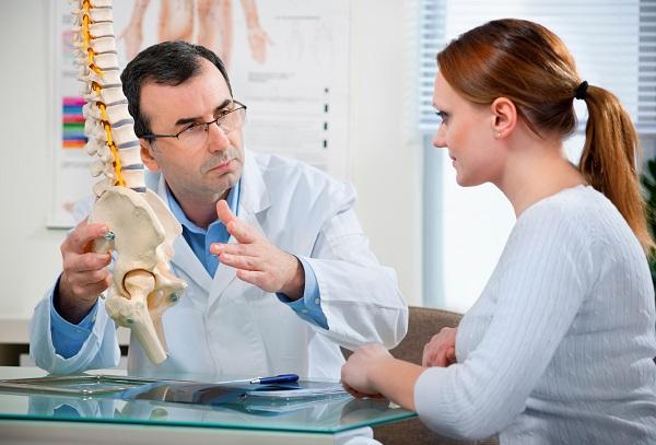 Có nhiều nguyên nhân gây ra đau lưng mạn tính