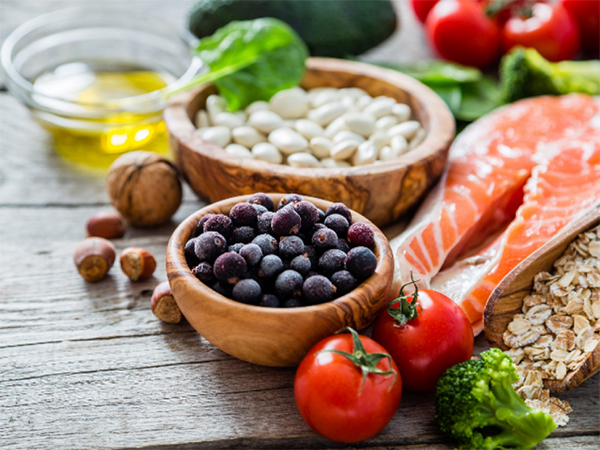 Trái cây và cá hồi luôn là những thực phẩm tốt cho trí nhớ