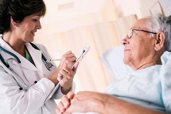 Nguyên tắc dùng thuốc an toàn cho người cao tuổi