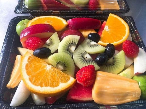 Nên cho trẻ ăn trái cây, rau quả tươi