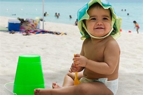 Bác sĩ lưu ý cách chăm sóc trẻ em trong mùa nắng nóng
