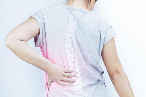 Cảnh báo 12 thói quen gây hại cho cột sống bạn cần tránh