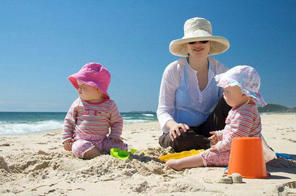 Lựa chọn trang phục phù hợp với cả người lớn và trẻ em
