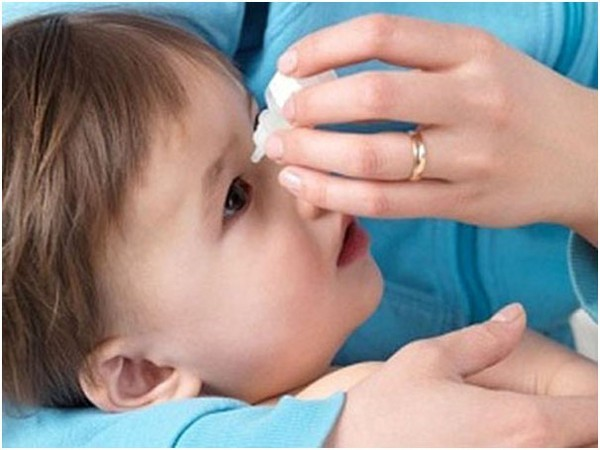 đau mắt đỏ là do virus Adenovirus hay vi khuẩn như liên cầu, tụ cầu, phế cầu,…