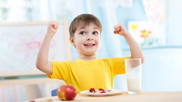 Tăng sức mạnh hệ miễn dịch của trẻ bằng việc cho bé ăn nhiều trái cây và rau xanh