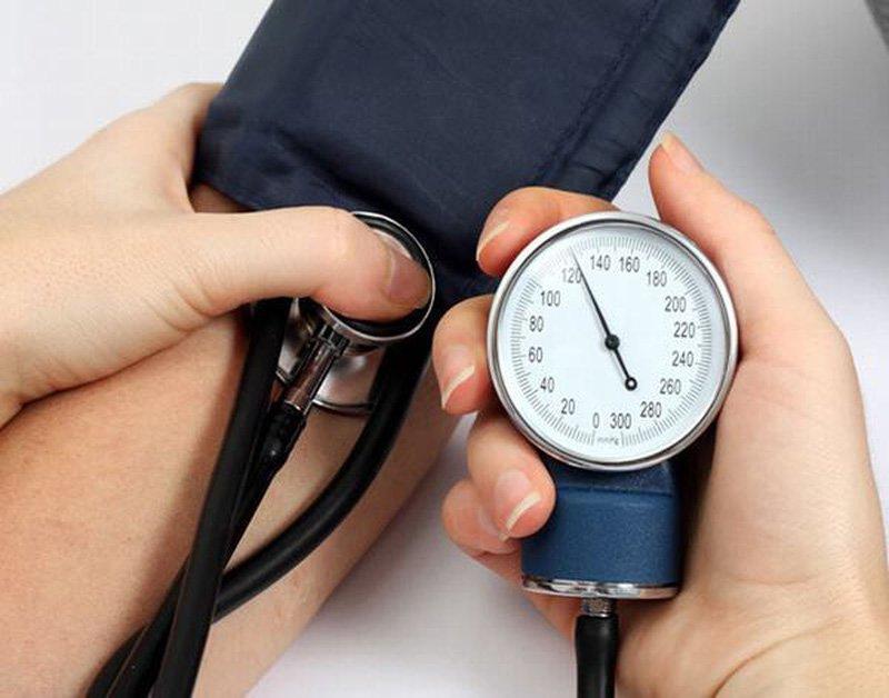 hiện nay nước ta có khoảng 12 triệu người mắc phải bệnh huyết áp cao