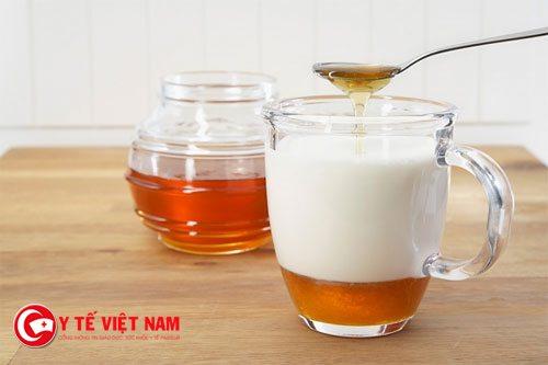 Sữa chua mật ong là một trong những phương pháp căng da mặt hiệu quả