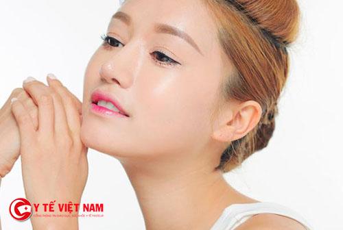 Kem nền trang điểm giúp bạn gái có làn da căng mịn