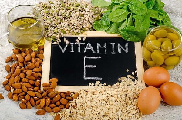 Nên bổ sung vitamin E vào buổi sáng