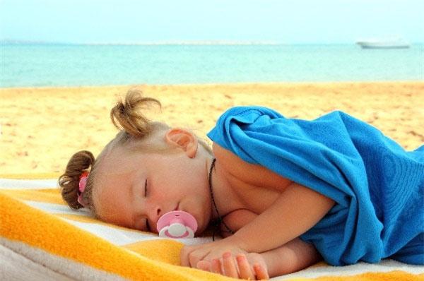 Dấu hiệu nhận biết và cách xử trí hiệu quả say nắng ở trẻ em