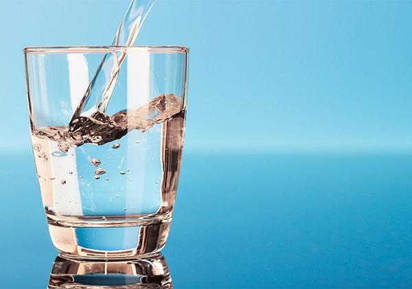 Thói quen uống nước ít khiến da bị khô