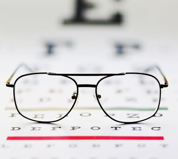 Bác sĩ cảnh báo rủi ro khi phẫu thuật laser chữa cận thị, loạn thị cao