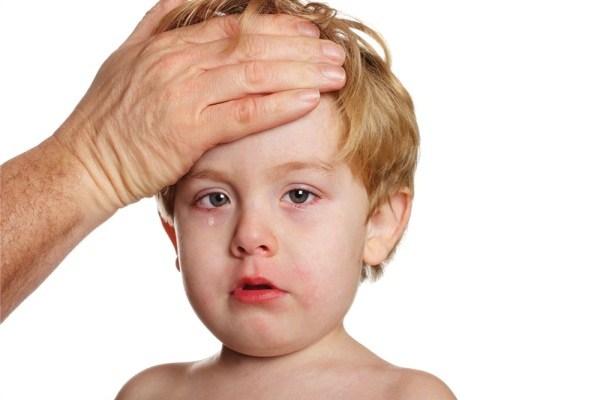 Sốt là phản ứng thường gặp của trẻ sau khi tiêm phòng