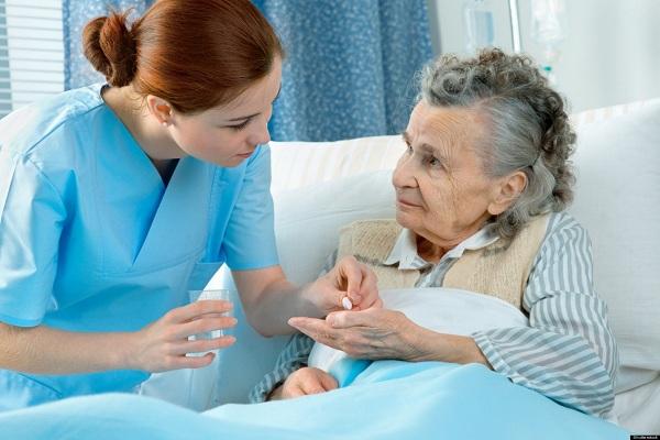 Kỹ năng giao tiếp với người lớn tuổi cho Điều dưỡng viên