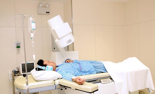 Bác sĩ chuyên khoa chia sẻ hinh thức tán sỏi thận