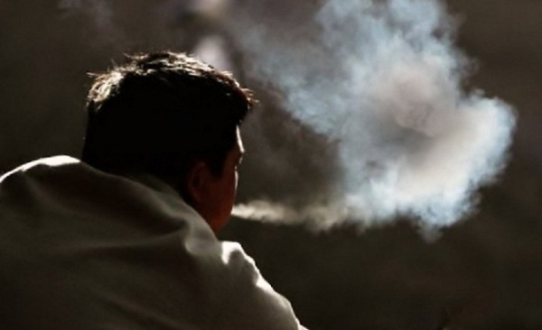 hút thuốc lá khiến cho làn da mau lão hóa