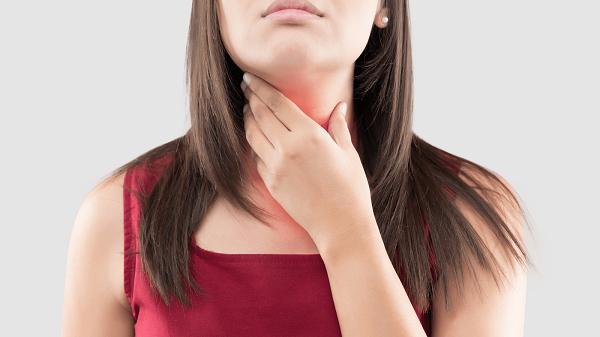 Thầy thuốc YHCT tư vấn 6 thực phẩm giúp làm dịu viêm họng