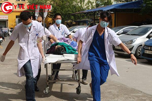 Nữ bệnh nhân Đ.D.A được đưa vào Bệnh viện Đa khoa Đống Đa cấp cứu